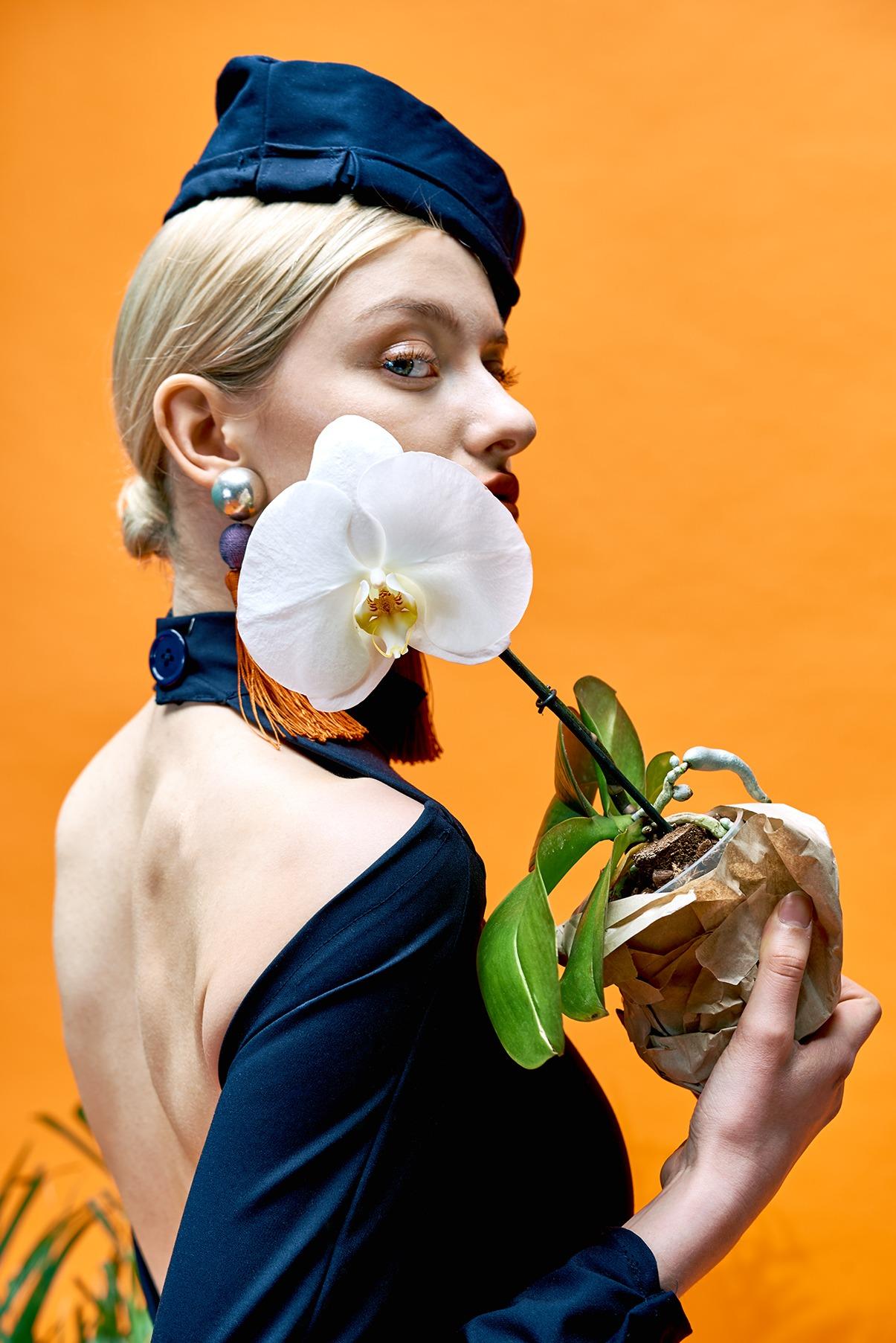 Modefotografie straubmuellerstudios Stuttgart frau mit blume