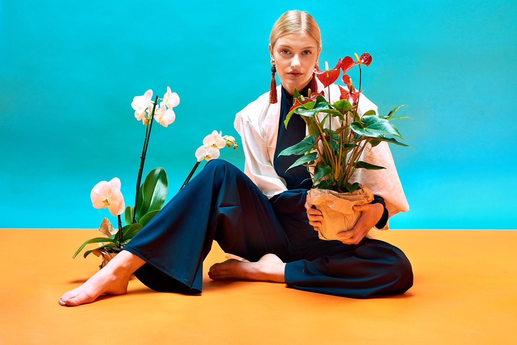 Modefotografie straubmuellerstudios Stuttgart frau sitzend