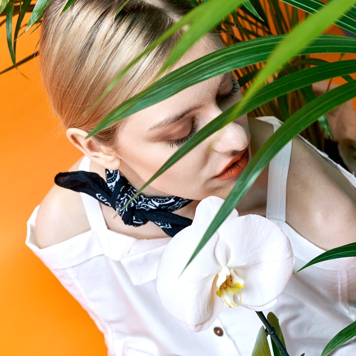 Modefotografie straubmuellerstudios Stuttgart frau blätter